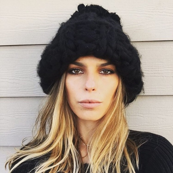 20a9fe2b02d Free People Accessories - Rare Free people Bobbi chunky Pom beanie in black